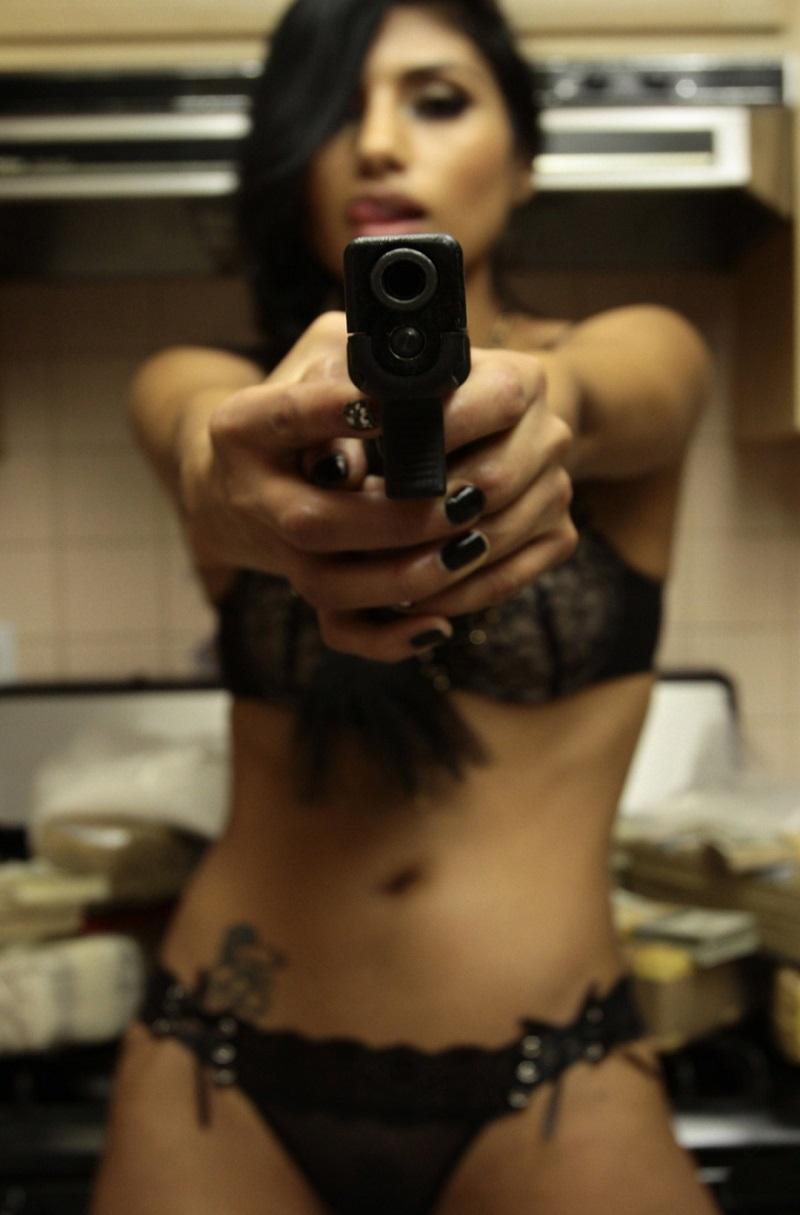 donne-armi-sparare-foto-